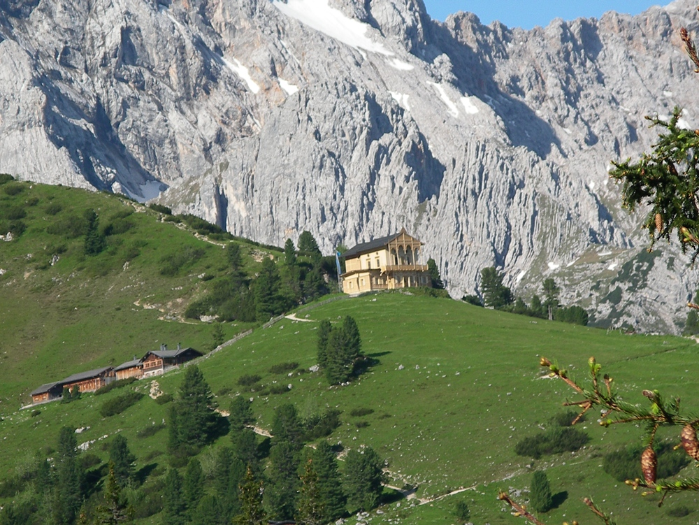 [Read] Walking in the Bavarian Alps: 85 Mountain Walks and ...